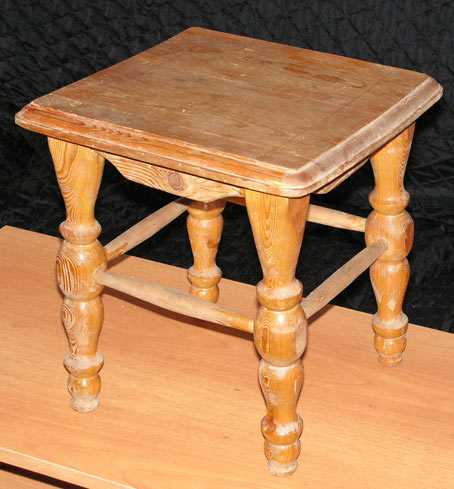 деревянный табурет фото