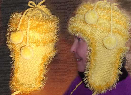 вязаная шапка с ушками и помпонами