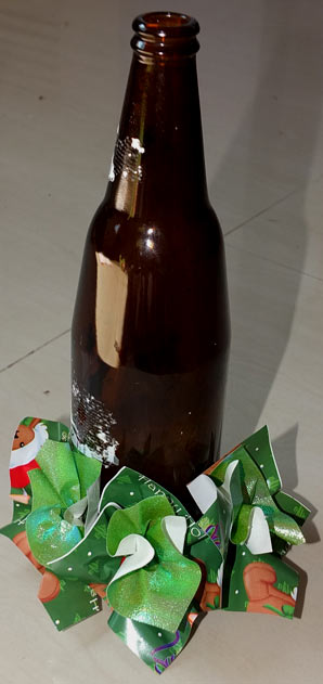 делаем елку из бумаги и бутылки