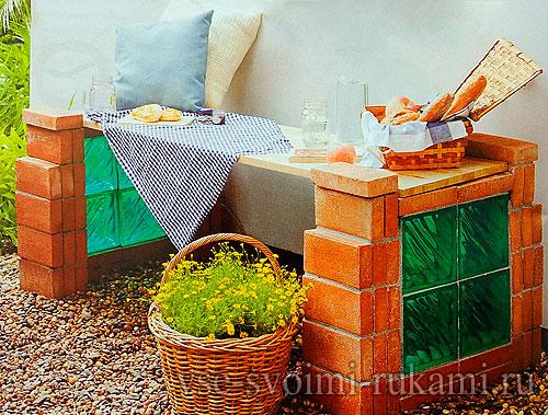 Садовая скамья из кирпичей